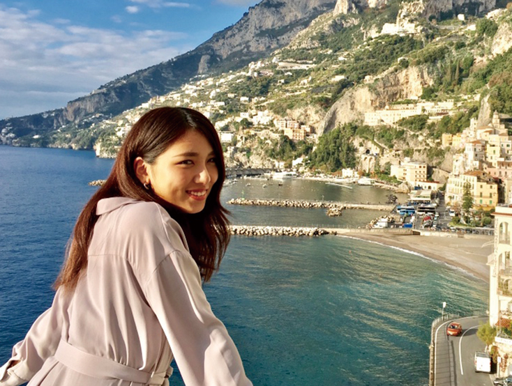 長期休暇が取れた時は、奮発して海外旅行に出かけます。<br /> 写真は昨年訪れたイタリアのアマルフィです。